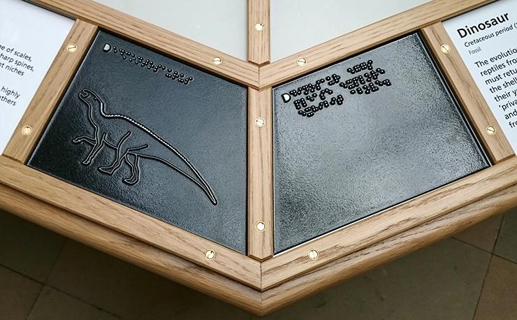 A metal tactile line drawing of an Edmontosaurus.